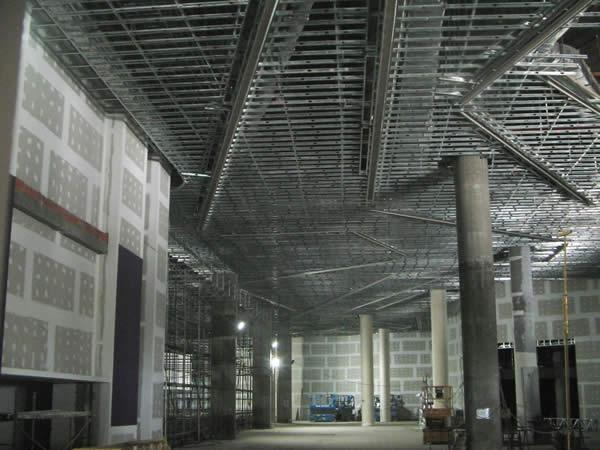 Estructura de cielorraso Durlock con rajas embutidas para iluminaci¢n 2