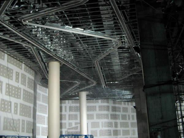 Estructura de cielorraso Durlock con rajas embutidas para iluminaci¢n