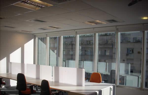 cielorraso desmontable con placa decoacustic Durlock ventana