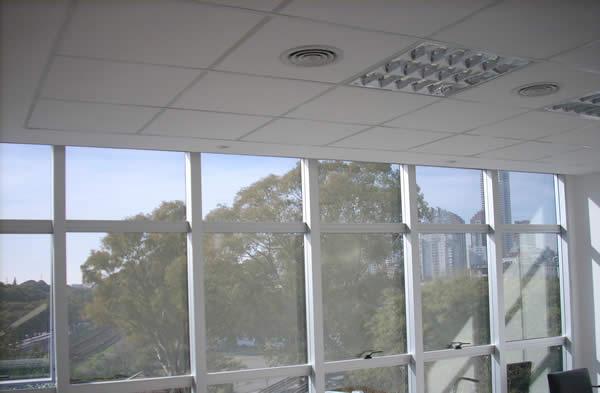 cielorraso desmontable placas decoacustic Durlock OWA ventanal