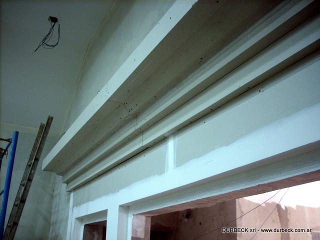 columna y cornisa con placa durlock en proceso